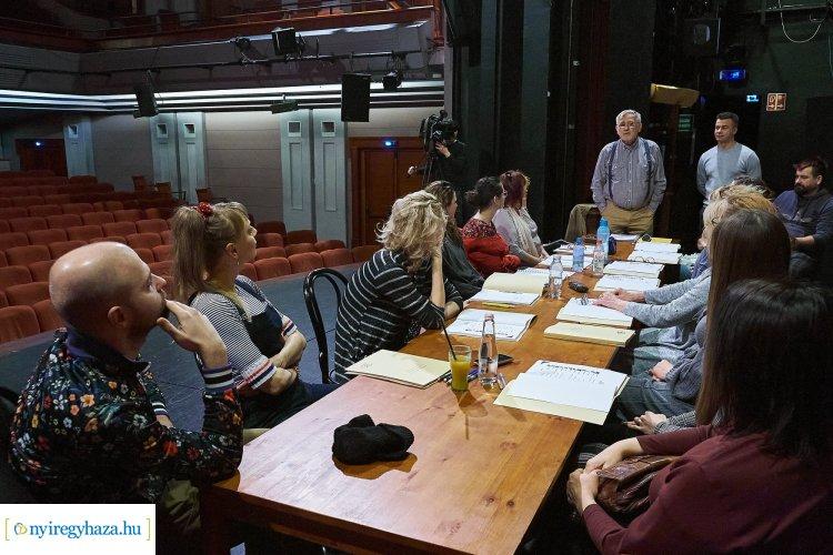 Sógornők a színházban – Az évad egyik utolsó bemutatójának olvasópróbáján jártunk