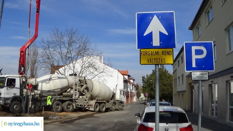 Forgalmirend-változás a Kálmán utcán – A parkolást is érinti a változás!
