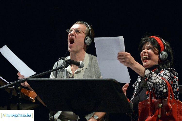 ELMARAD! Hangemberek a Váci Mihály Kulturális Központ színpadán, április 14-én