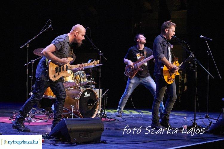 ELMARAD! - Házhoz megy a Zenede - Rocklegendák a Váci Mihály Kulturális Központban
