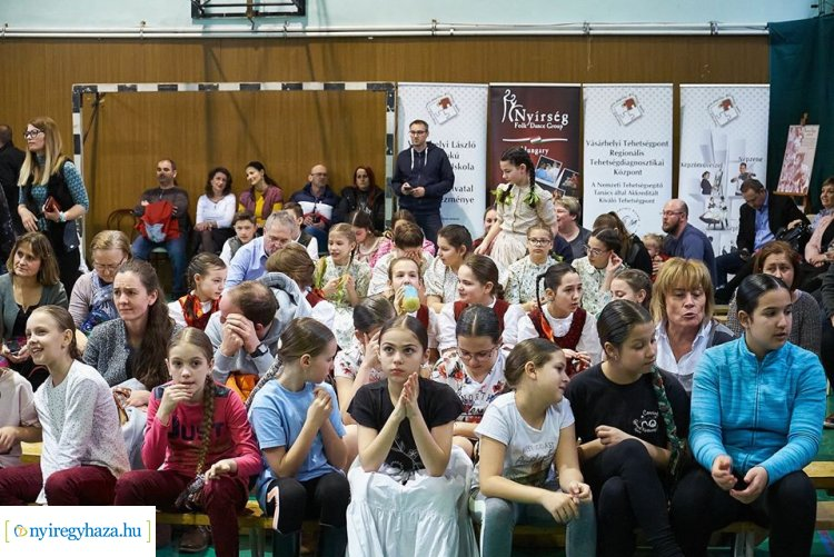 Az ország hét megyéjéből érkezett 350 fiatal a Néptánc és Népdaléneklési Versenyre