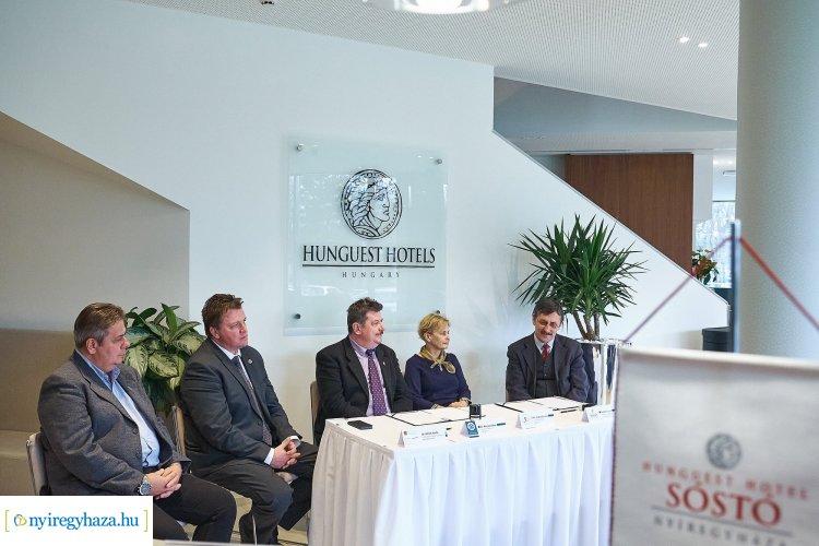 Együttműködési megállapodást kötött a Jósa András Múzeum Sóstó új szállodájával