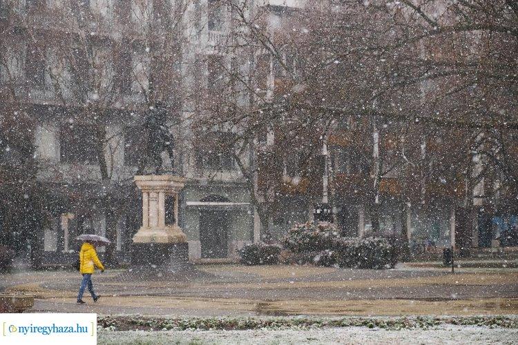 A kora tavaszi napok után pénteken Nyíregyházán is havazott!