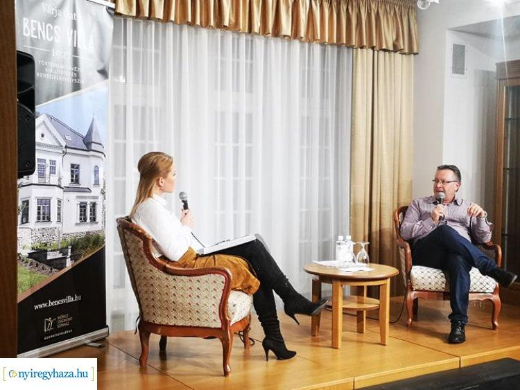 A boldogság tanulható – Dr. Móré E. Csaba volt a Bencs Villa vendége