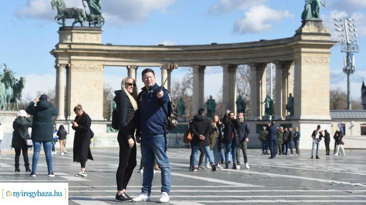 Turizmus.com: kilencnyelvű magyar vírustájékoztató készült turistáknak