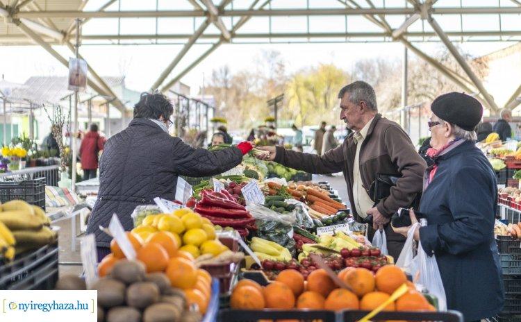 Nyitva lesznek a piacok, vasárnap a nemzeti ünnep miatt zárnak