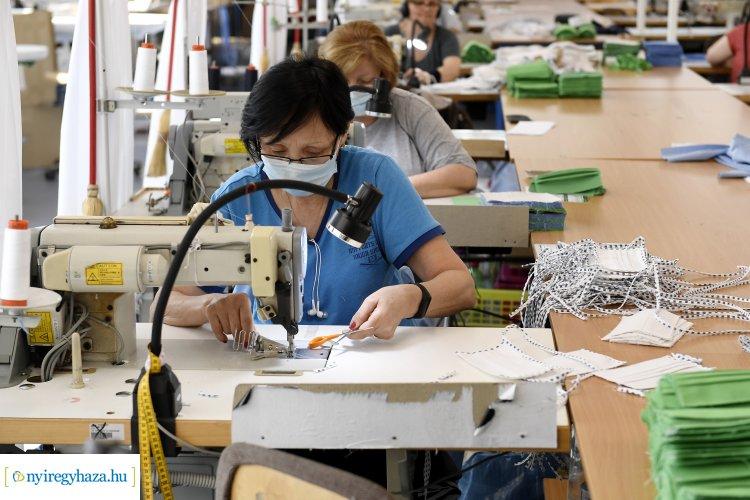 Egészségügyi maszkok gyártását kezdte meg a Kézmű Nonprofit Kft.
