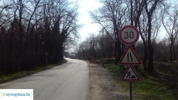 Útszűkület és sebességkorlátozás a Csemete utcán – Közműépítési munkák zajlanak