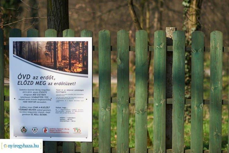 Előzd meg az erdőtüzet! – Figyelemfelhívó táblákat helyezett ki a katasztrófavédelem