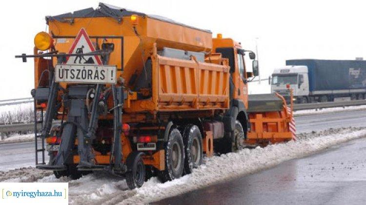 Néhány napra visszatér a tél – A Magyar Közút újra téli üzemmódra vált