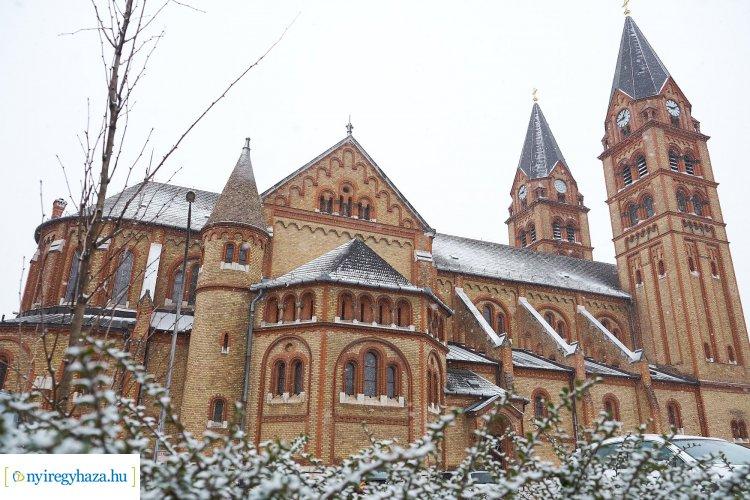 Újabb gyönyörű fotókon a havas város – Márciusi fagyos pillanatok