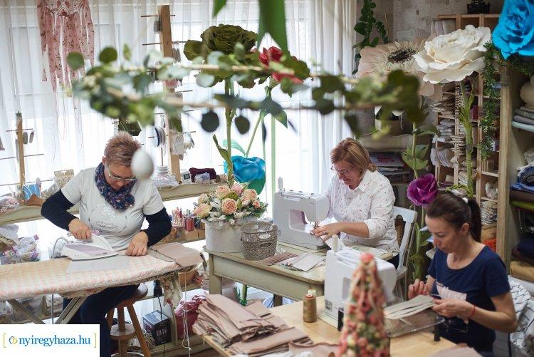Ingyen készít maszkokat a nyíregyházi kézműves – Eddig közel 3000 darab készült el