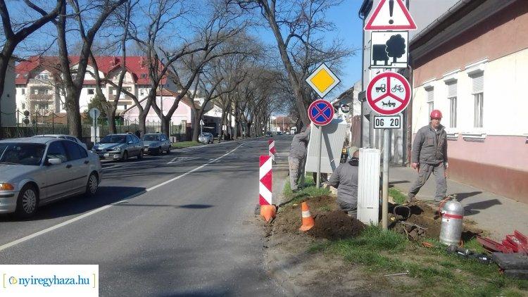 Útszűkület a Bocskai utcán – Több munkálat is zajlik az útszakaszon!