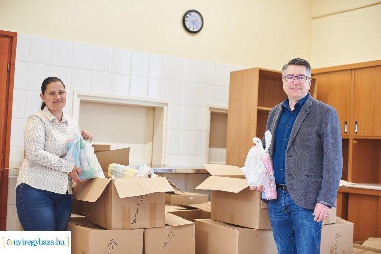 400 darab tisztító és fertőtlenítő szereket tartalmazó csomag a Gyermekjóléti Központnak