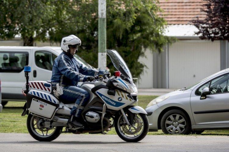 A motorosok biztonságáért tíz közlekedésbiztonsági tanács a rendőrségtől!