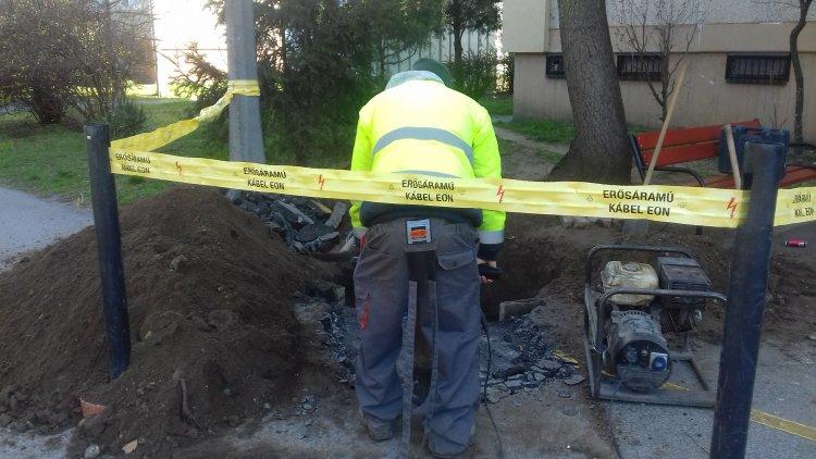 Karbantartás a Vasvári Pál utcán - Dolgoztak az elektromos szolgáltató emberei