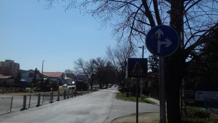 Épül a körforgalom a Család utcánál - Változott a forgalmi rend