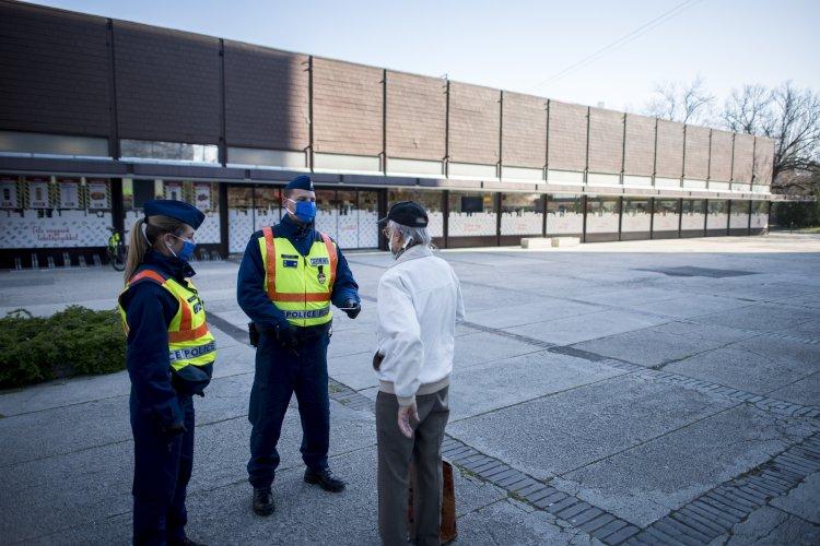 Folyamatosan ellenőrzi a rendőrség a rendkívüli intézkedések betartását