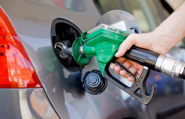 Történelmi csökkenés az üzemanyagárakban – A 95-ös benzin ára 90 forinttal kevesebb