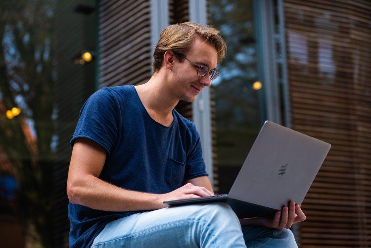 Internetes tudásmegosztó portál segíti a digitális átállást a szakképzésben
