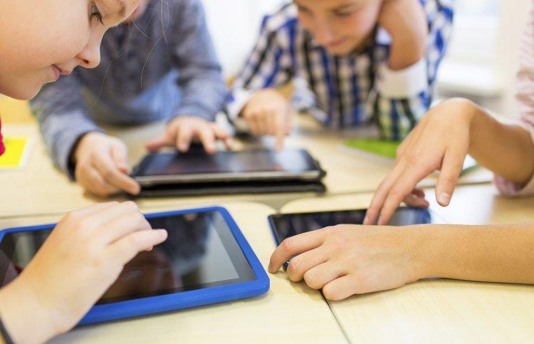 Tablet a Rotary, a Libra és a RutinSoft segítségével hátrányos helyzetű diákoknak