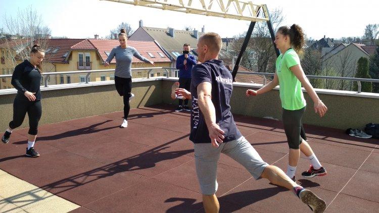 Edzés a teraszon - A Fatum Nyíregyháza röplabdásai a szabadban tréningeztek