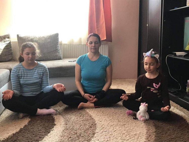 Önismeret jógával – A Mozdulj Nyíregyháza! jógázói otthonukban is lelkesen gyakorolnak