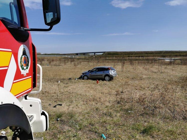 Lesodródott az útról egy jármű péntek délelőtt az M3-as nagykállói lejáratánál