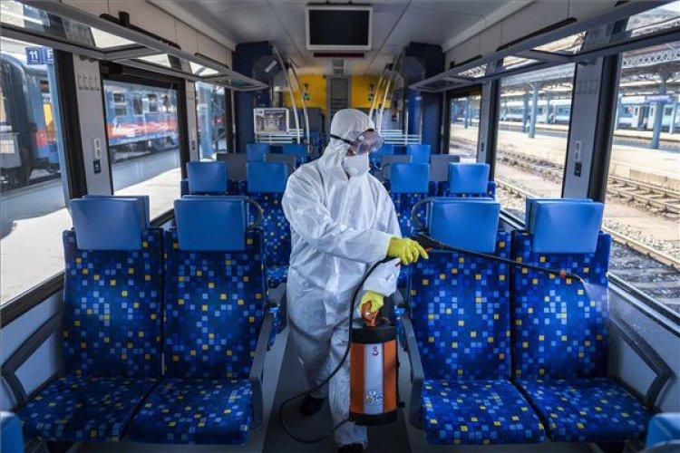 A MÁV naponta minden járművet fertőtlenít – Az állomásokra is kiemelten figyelnek!