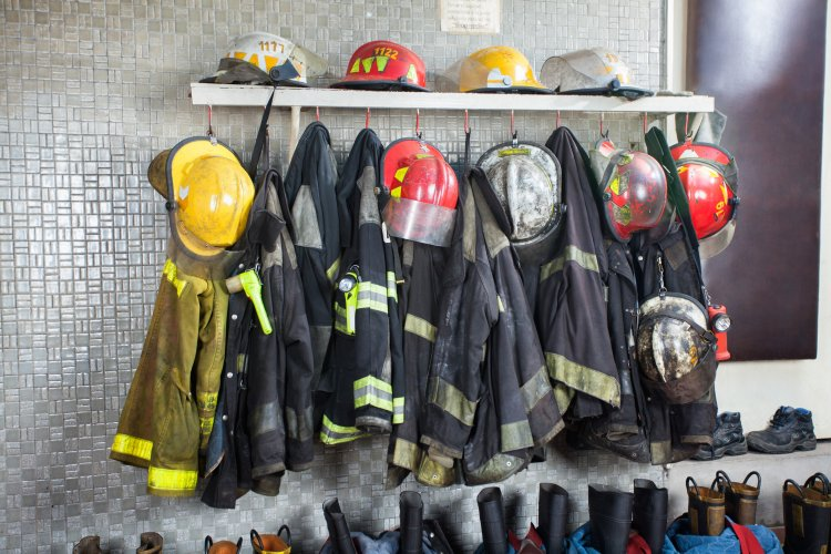 Öngyilkossággal fenyegetőzött egy nő Nyíregyházán, a tűzoltók jutottak be a lakásba