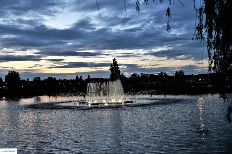 Gyönyörű naplemente előzte meg a szerda estét a Bujtosi-tó felett