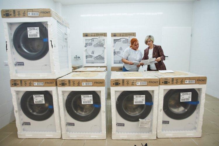 Electrolux adomány a városnak – A vállalat 32 gépet ajánlott fel szociális intézményeknek
