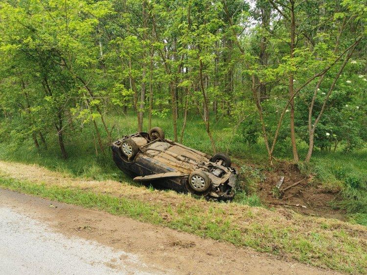 Autó borult az árokba Nyírbogdány közelében - 2 gyerek és 2 felnőtt sérült