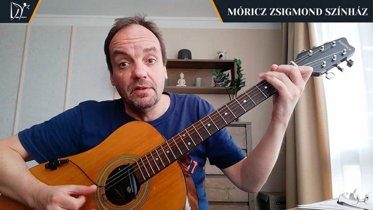 7 óra 7 perc – Egy gitár társaságában dalra fakadt István István színművész!