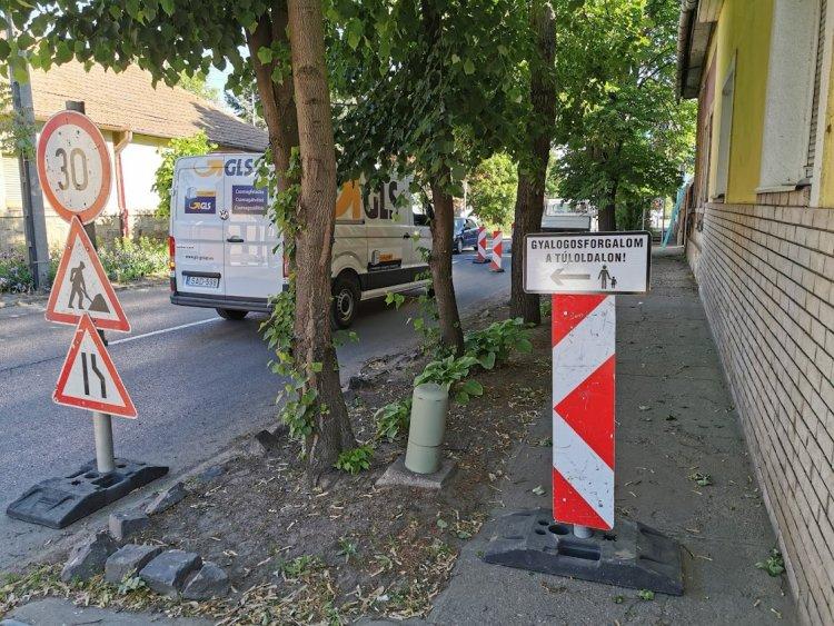 Felújítási munkálatok a Derkovits utcán – Fokozott figyelemmel közlekedjenek!