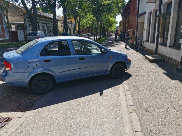 Továbbra is ingyenes a parkolás – A szabályokról azonban így se feledkezzünk meg!