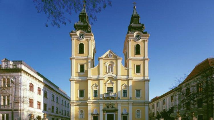 Palánki Ferenc debrecen-nyíregyházi megyéspüspök ünnepi szentmiséje a székesegyházban