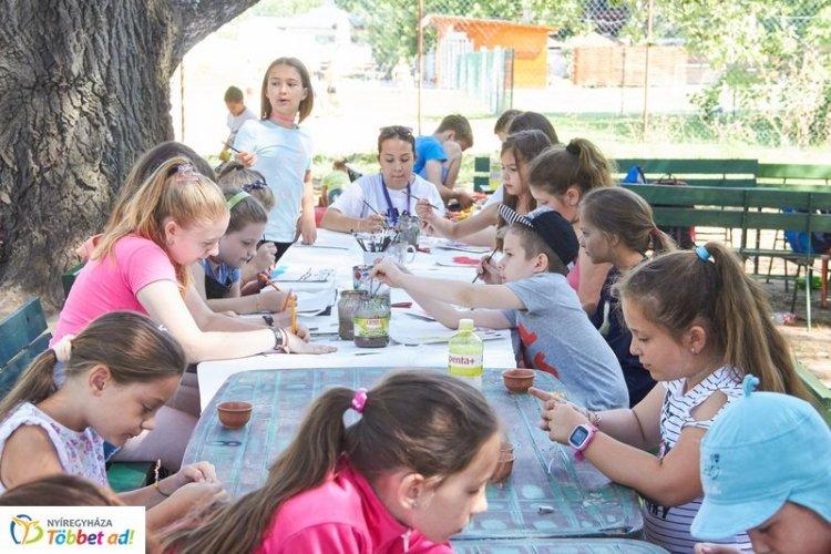 Önkormányzati táborok és meleg étel a nyári szünetben Nyíregyházán