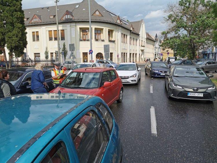 Baleset a Bethlen Gábor utcán - Szabálytalan sávváltás miatt ütközött két autó
