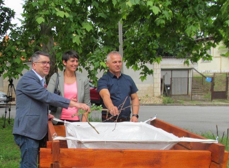 Átadták az első megújult Zöldhulladék-gyűjtő Pontot Nyíregyházán, a Kodály Zoltán utcán