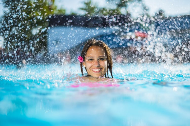 Nyitnak a Parkfürdő termálmedencéi, csökkentek a fürdőkre vonatkozó korlátozások!