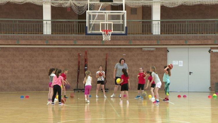 Sport, játék, kézműves foglalkozás - Nyári tábort szervezett a Nyíregyházi Kosársuli