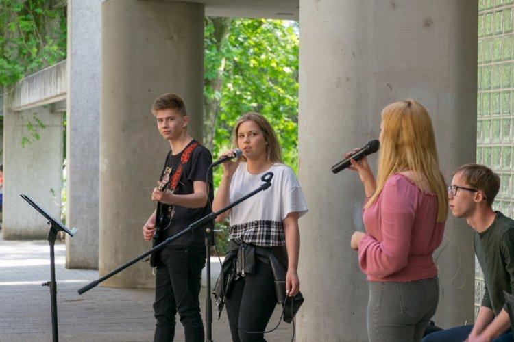 A Bogi's Random Team szabadtéri koncertje tette hangulatossá a péntek estét a Jósavárosban