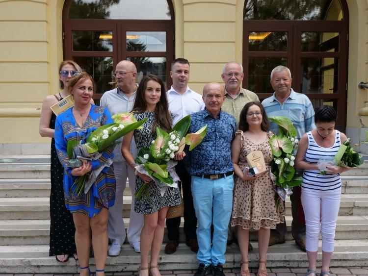 Rendhagyó évadot zár a teátrum: vastaps és köszönet a Móricz Zsigmond Színház közönségének