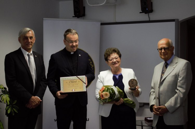 Szent Adalbert-díjat adományoztak Dr. Müller Cecília országos tisztifőorvosnak