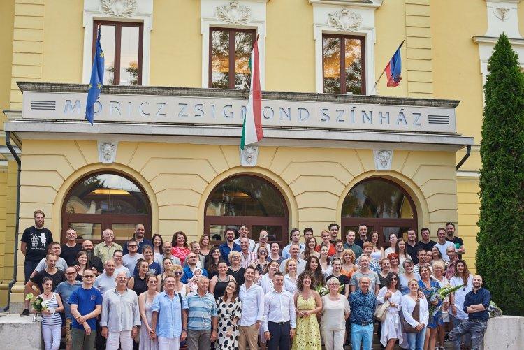 Függöny félidőben: furcsa és kurta évadot zártak a Móricz Zsigmond Színházban