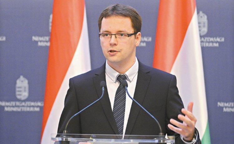 Izer:Az új járulékszabályok évente 350 milliárdot hagynak a zsebekben