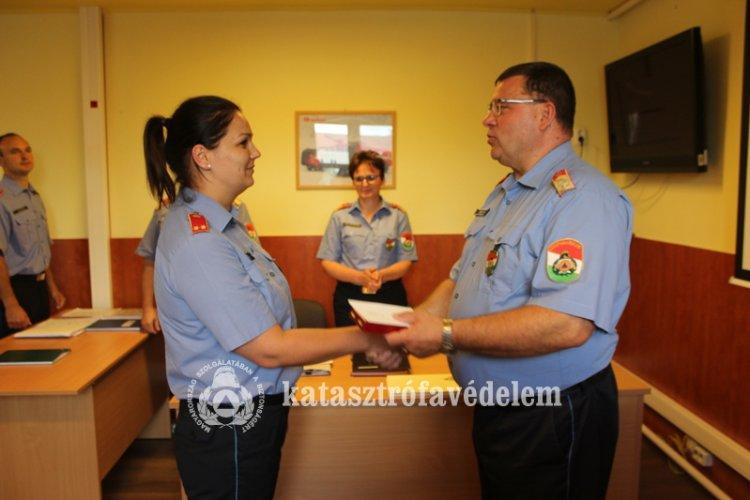 Szolgálati jel és megbízások átadása a Megyei Katasztrófavédelem munkatársainak