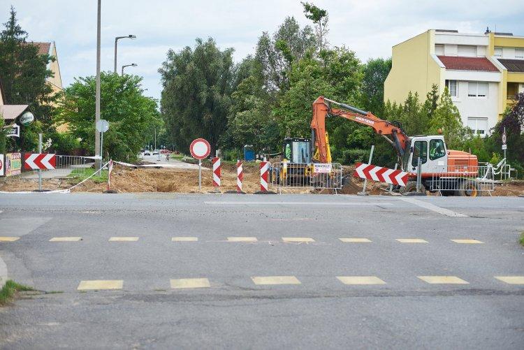 Zajlanak a munkálatok a Korányi Frigyes út új körforgalmánál – Friss hírek a lezárásokról