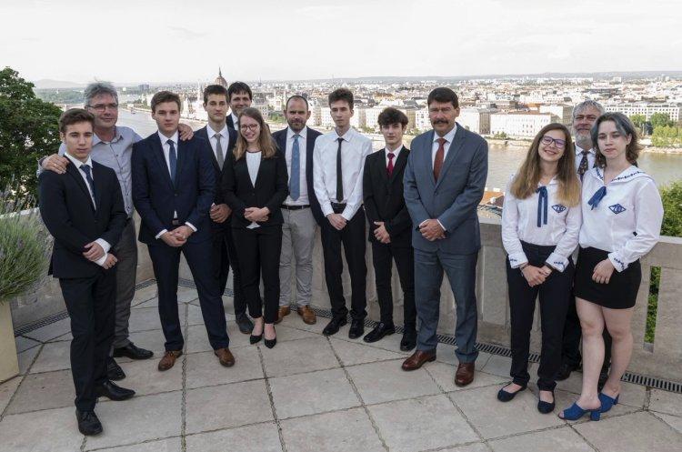 Áder János köztársasági elnök fogadta a Zrínyi két tizedik osztályos tanulóját